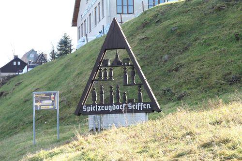 Ortseingang aus Richtung Neuhausen