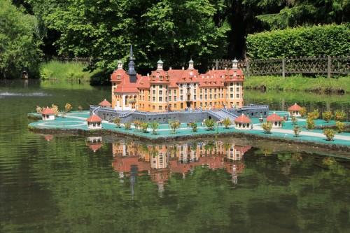 """2012/05 – Pfingstbesuch im """"Klein-Erzgebirge"""" Oederan. (Am Modell vom Schloss Moritzburg.)"""