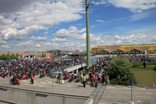 2013/05 - 19. Große Dresdner Motorrad Ausfahrt vor dem Start.