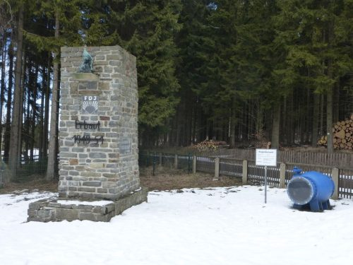 2018/03 - Talsperre Cranzahl das Denkmal der Erbauer.