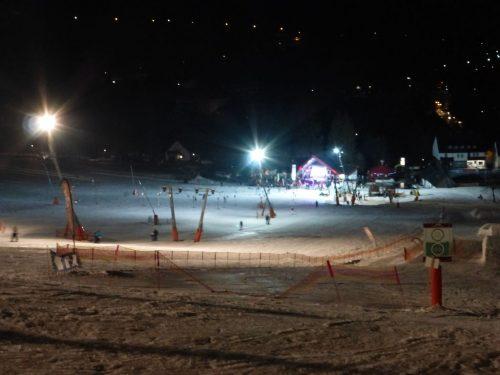 2018/03 - Oberwiesenthal fröhliches Treiben am abendlichen Ski-Hang.