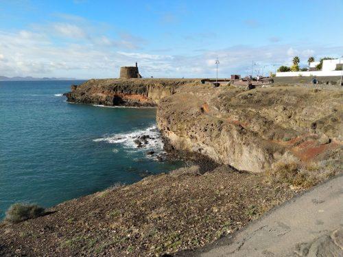 """2018/10 - Lanzarote - Playa Blanca - Blick zum """"el castillo o torre del aguila"""""""