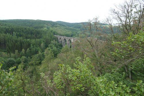 2019/06 . Blick vom Aussichtspunkt Hetzdorfer Schweiz zum Viadukt.