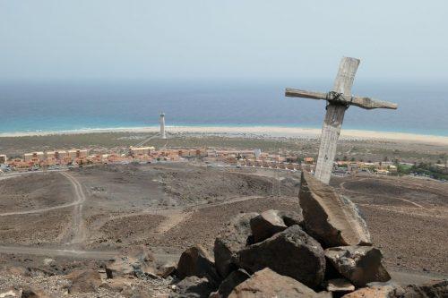 2019/08 - Fuerteventura, Blick zum Leuchtturm.