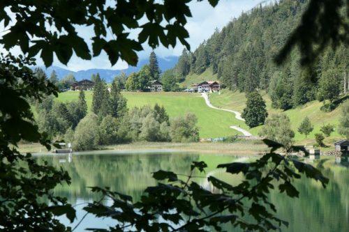 2020/09 - Blick über den Hintersteinersee zum Gasthof Maier.