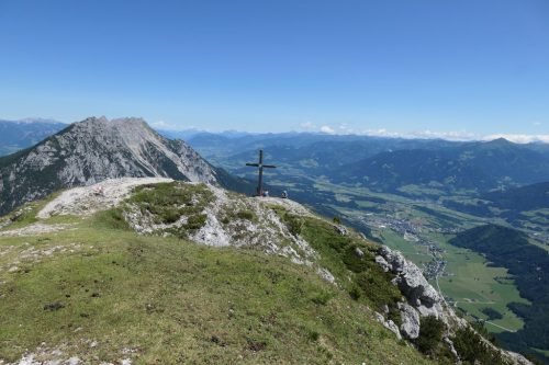2021/07 - Blick vom Gipfelkreuz des Stoderzinkens ins Land.